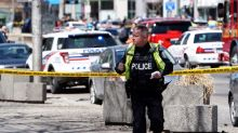 Une camionnette monte sur un trottoir à Toronto, neuf morts