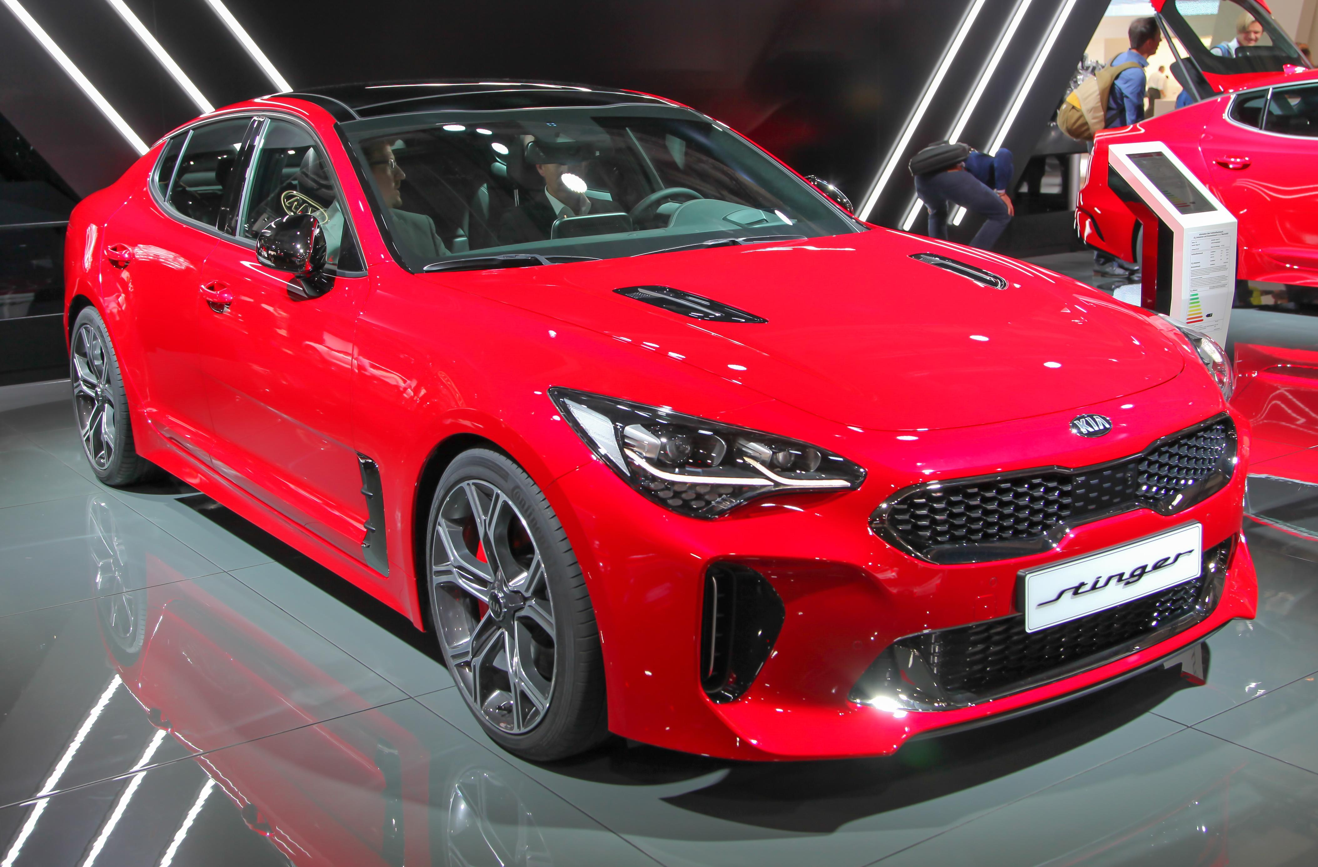 39 2 dudes 39 give the kia stinger 2 thumbs up video
