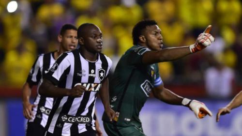 Sassá assume artilharia do Botafogo e acirra disputa no setor de ataque