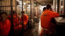 倫敦監倉主題酒吧 入場先要換囚衣?