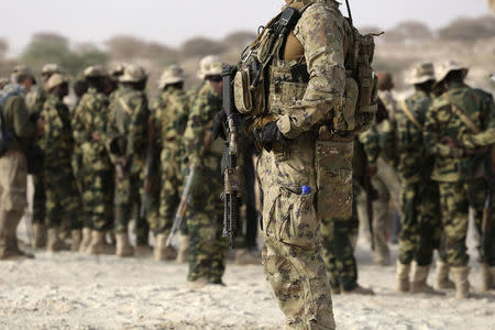 A U.S. special forces soldier stands in front of Chadian soldiers during Flintlock 2015, an American-led military exercise, in Mao, February 22, 2015. REUTERS/Emmanuel Braun