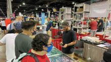 If National card-show crowd is any indication, the sports-collectible industry remains robust