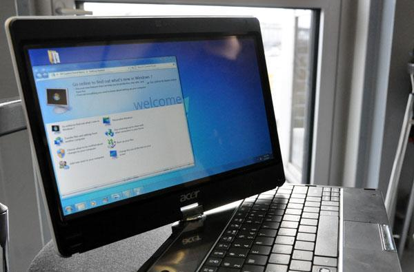 Acer Aspire 1820PT convertible hands-on, priced for 599 euros