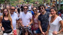 Galvão Bueno curte viagem em família na Disney