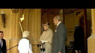 Olympic torch passes through Windsor Castle