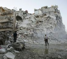 Pause in Aleppo bombing holds into second day
