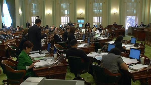 Panel restores some pay for lawmakers, governor