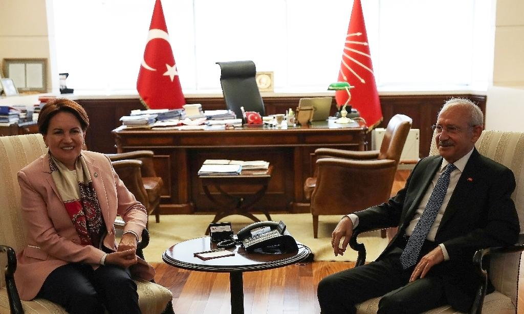 """Turkey's Republican People's Party (CHP) head Kemal Kilicdaroglu (R) meets with the leader of the new conservative and nationalist Iyi (""""Good"""") party as the opposition sees ways to unite to unseat President Recep Tayyip Erdogan in snap elections in June (AFP Photo/ADEM ALTAN)"""