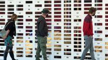 Une œuvre monumentale du plasticien japonais Taro Izumi restitue le silence capté dans 300  théâtres confinés du monde