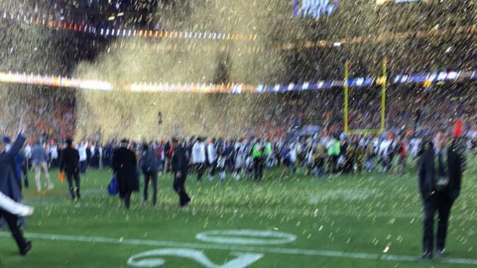 Tim Cook schießt unscharfes Foto vom Super Bowl - kriegt auf die Mütze