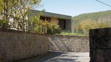Modernes Haus in ländlicher Umgebung