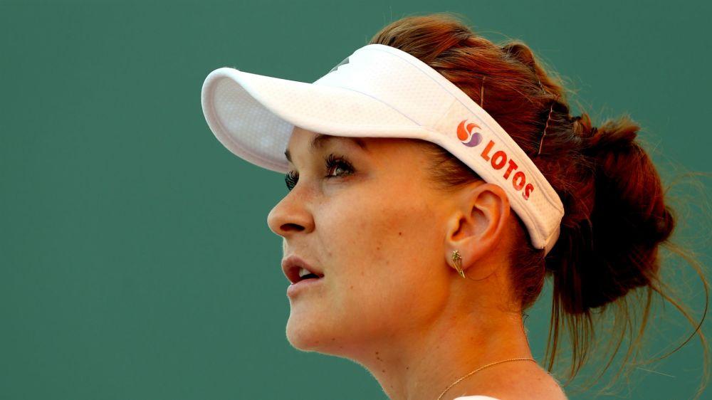 Radwanska out of Sharapova's way in Stuttgart