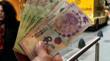 Peso argentino marginal alcanza mínimo histórico de 185 unidades por dólar: operadores