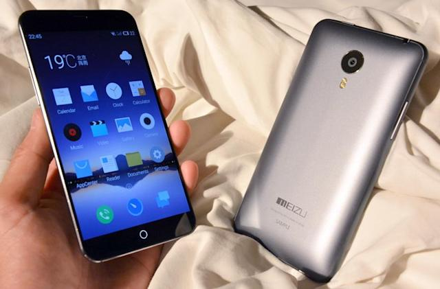 Meizu's MX4 is a big phone that's surprisingly comfy to hold