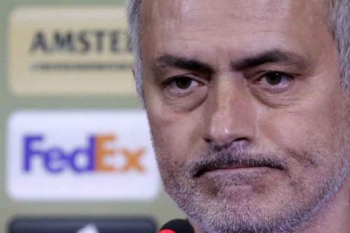 José Mourinho critica atacantes do United após empate em casa