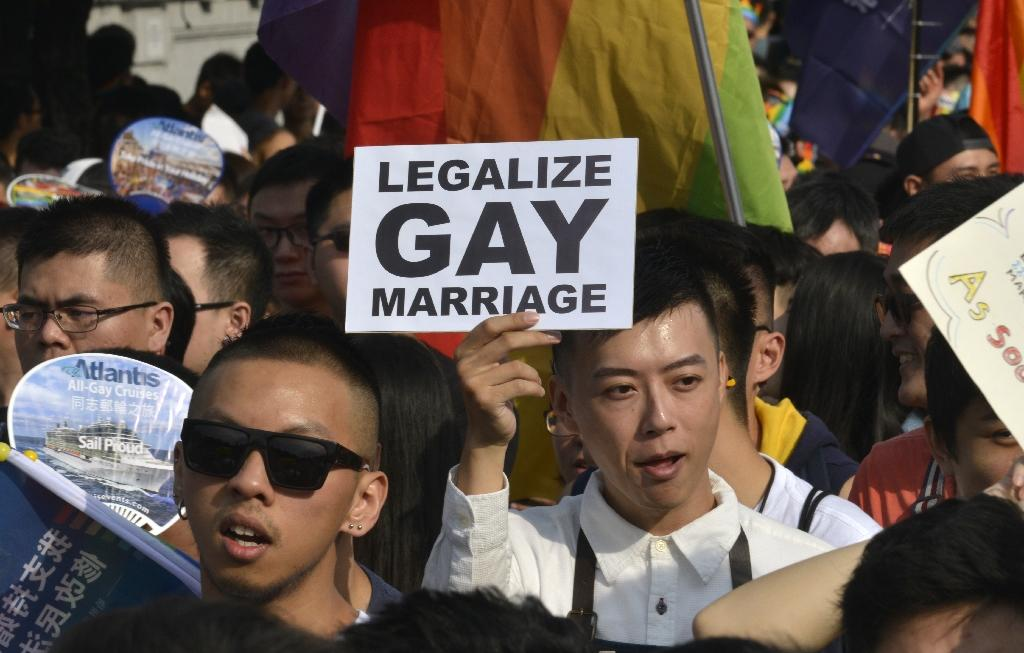 Taiwan unveils long-awaited gay marriage bill