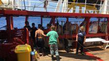 """""""Au XXIe siècle, on ne ne peut pas laisser les gens se noyer sous nos yeux"""", alerte SOS Méditerranée qui exige la libération de l'Océan Viking"""