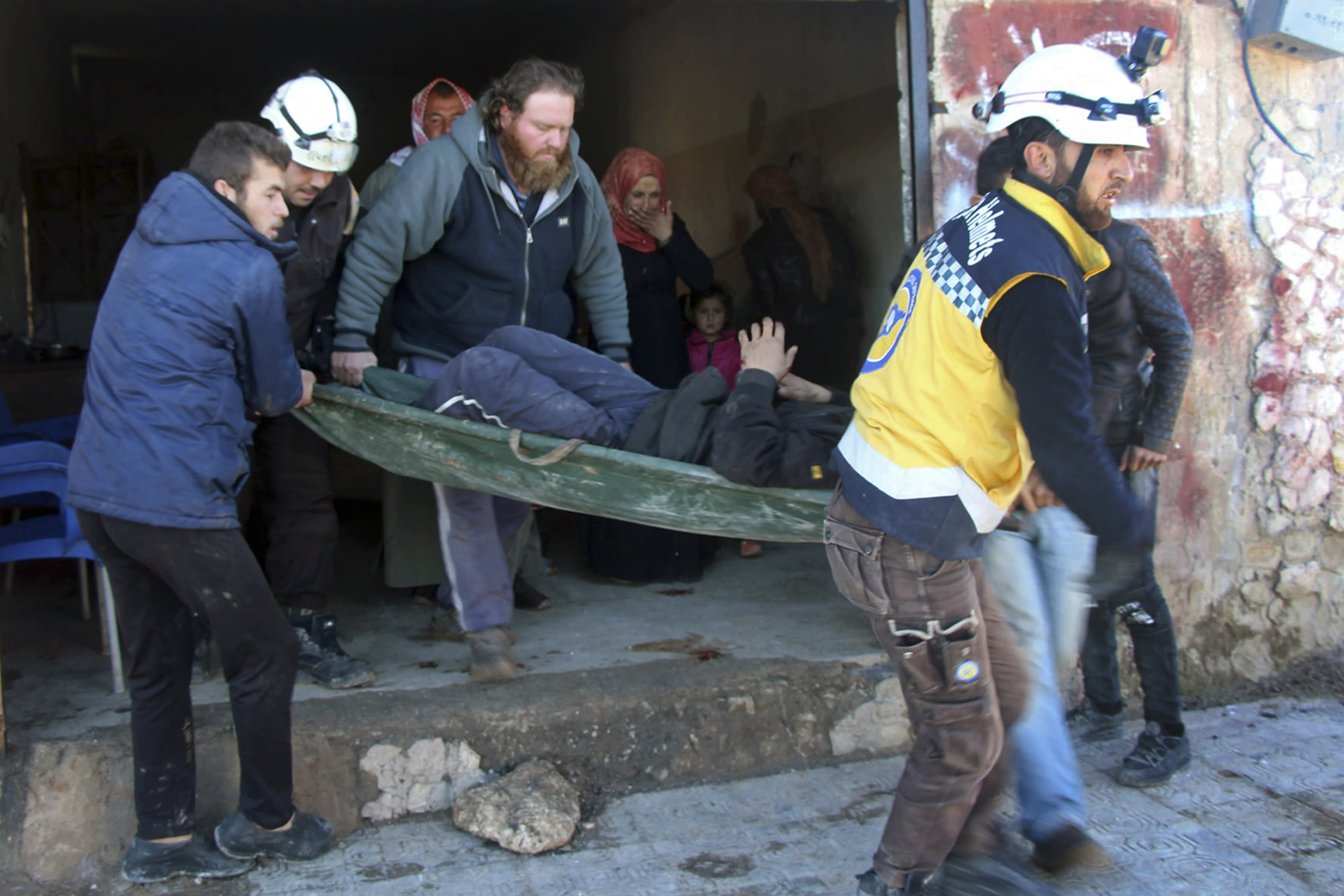 Tens of thousands flee Syria's Idlib as deadly bombings intensify
