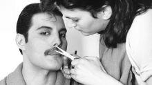 Como Freddie Mercury mudou o visual e aderiu ao bigode icônico