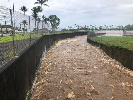 hawaii soaked by rain flooding as hurricane lane churns toward islands