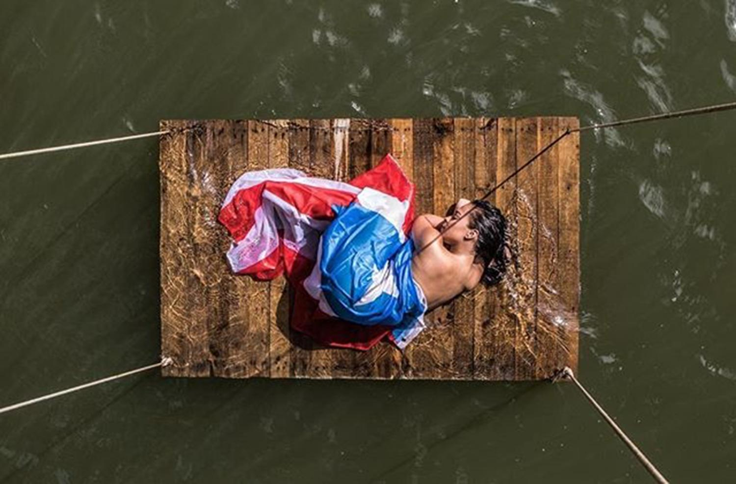 Puerto ricans inspired by photo of woman wrapped in flag video the puerto rican community identifies with this powerful image photo elias nuez biocorpaavc Image collections