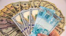Dólar vai a R$ 3,81 e fecha no maior patamar em mais de dois anos; Bolsa cai 2,5%