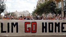 Las peñas piden a Lim que se vaya y deje club en manos de las instituciones