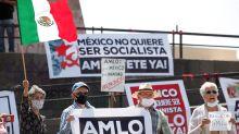 Cientos de mexicanos protestan contra López Obrador en varias ciudades