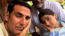 Akshay Kumar, Sonam Kapoor and R. Balki beat the Mumbai heat with this selfie