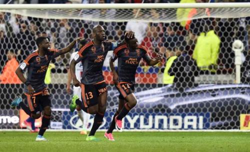 Lyon é goleado em casa e vê rivais encostarem por vaga na Liga Europa