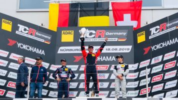 Neuville wins in first-ever circuit race outing