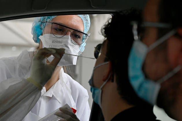 Covid-19: la France va réclamer un test PCR 72h avant le départ à tous les voyageurs européens