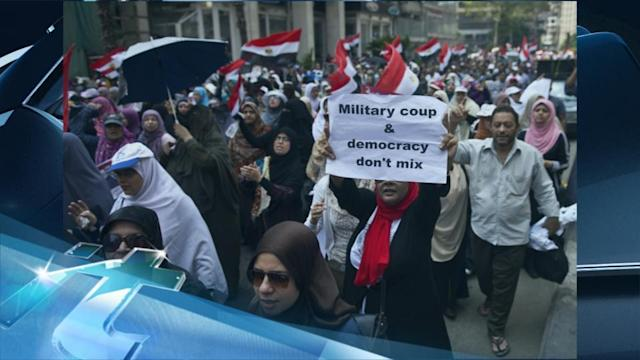 Breaking News Headlines: Morsi Supporters March on Army Intelligence Headquarters