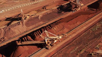 BHP Billiton digs up big dividend but earnings disappoint