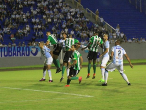 De pênalti, Londrina vence Coritiba em casa