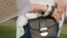 Stranger mails kind note to woman after finding her purse