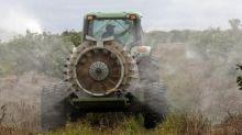Ubuesque ! Un maire devant la justice pour avoir interdit les pesticides près des habitations