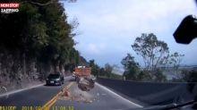 Taïwan : Un automobiliste évite de justesse un rocher sur la route (Vidéo)