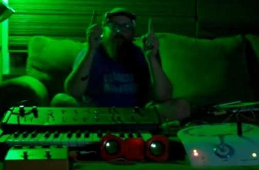 Apples In Stereo man controls his Moog... with his mind! (and you can too)
