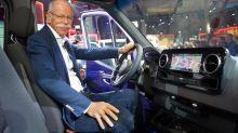 Daimler-CEO Dieter Zetsche hat 2017 deutlich mehr verdient als im Vorjahr – dank üppiger Boni. Doch eine magische Gehaltsgrenze erreicht er nicht.