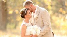 Brautpaar entdeckt ekligen, ungebetenen Hochzeitsgast auf seinen Fotos