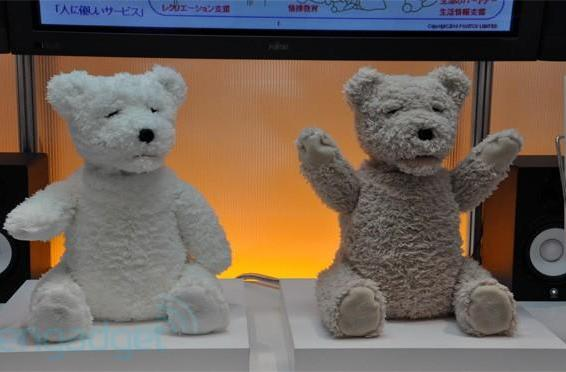 Fujitsu's social robot bear is the supertoy of Kubrick's dreams, almost (video)