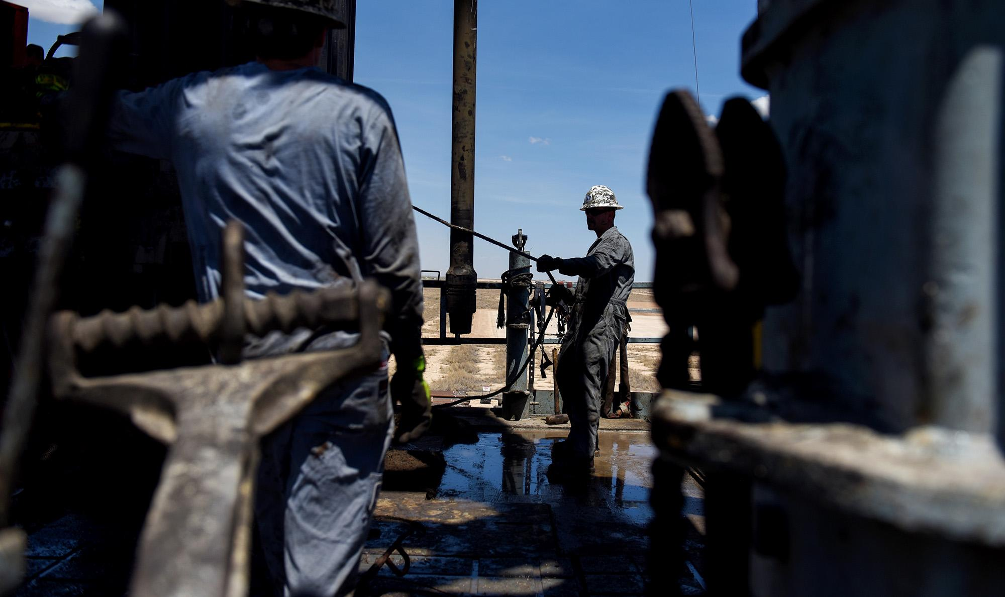 In a Risky World, Oil Traders Bet on $100 a Barrel