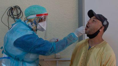 Mohamed VI ordena test masivos en el sector privado antes de volver al trabajo