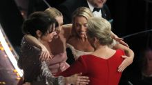 Meryl Streep leads Best Actress losers in touching group hug at the Oscars