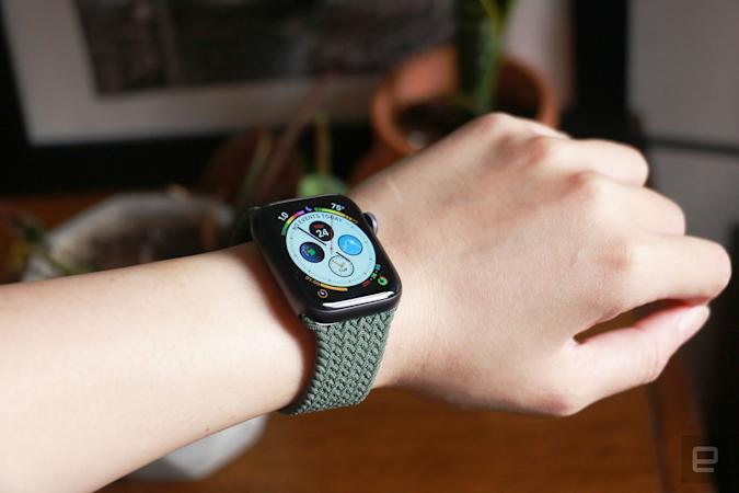 Apple Watch SE with Infograph face and braided solo loop