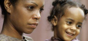 Frau findet ihre leibliche Mutter - und erfährt, dass die der Star ihrer Lieblingsserie ist
