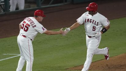 Pujols belts 2 HRs, passes Willie Mays