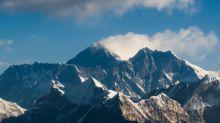 Le Népal rouvre l'accès à l'Everest malgré les incertitudes liées au coronavirus