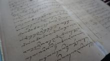 Jejak Bahasa Jawa di Balik Tembok Istana Raja